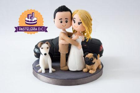 Topper Figura personalizada pareja novios Mascotas Perros y Carro Ponqué Pastel Torta Matrimonio o Boda en Bogotá
