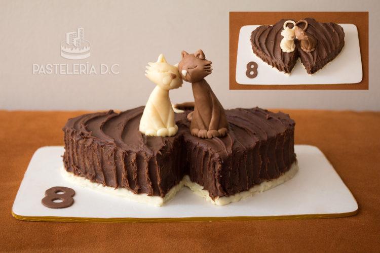 Ponqué Pastel Torta personalizada en Bogotá Aniversario Corazones Pareja de gatos