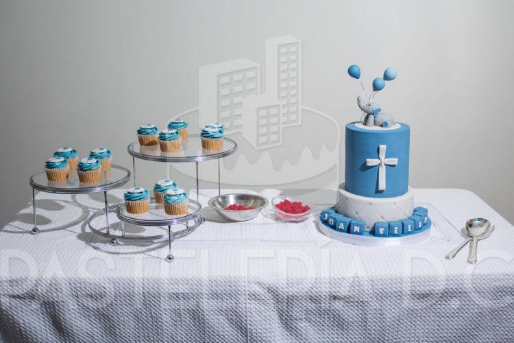 Pastel Doble Vista Double Sided Cake: Torta Y Cupcakes Para La Fiesta De Bautizo De Mi Sobrino
