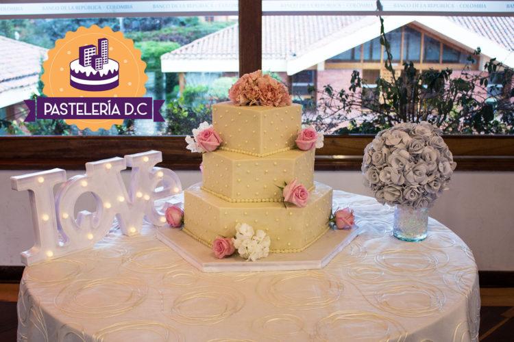 Ponqué Pastel Torta hexagonal cuadrada Matrimonio o Boda en Bogotá
