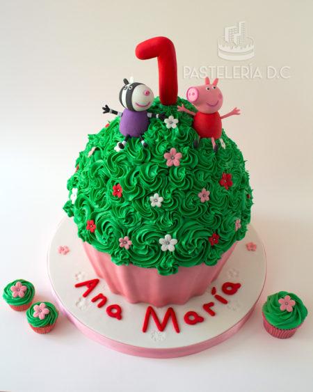 Ponqué Pastel Torta personalizada en Bogotá Cupcake gigante Peppa Pig cerdita y Zoe
