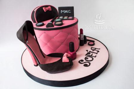 Ponqué Pastel Torta personalizada para mujer en Bogotá Moda Maquillaje Tacón Bolso