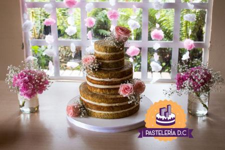 Ponqué Pastel Torta desnuda Naked cake en Bogotá amapola y flores sin cubierta
