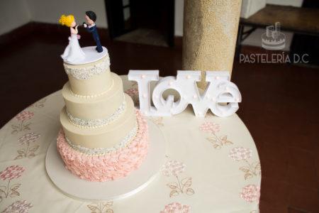 Ponqué Pastel Torta personalizada en Bogotá Matrimonio o Boda perlas y rosettes