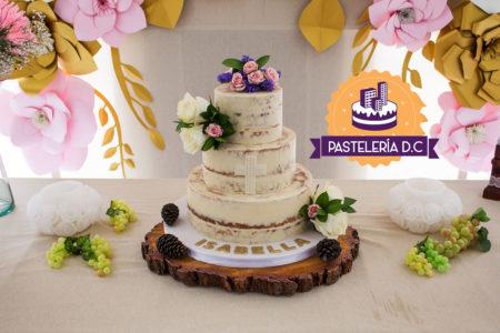 Ponqué Pastel Torta personalizada en Bogotá Semi naked Cake Primera Comunión con Cruz y flores